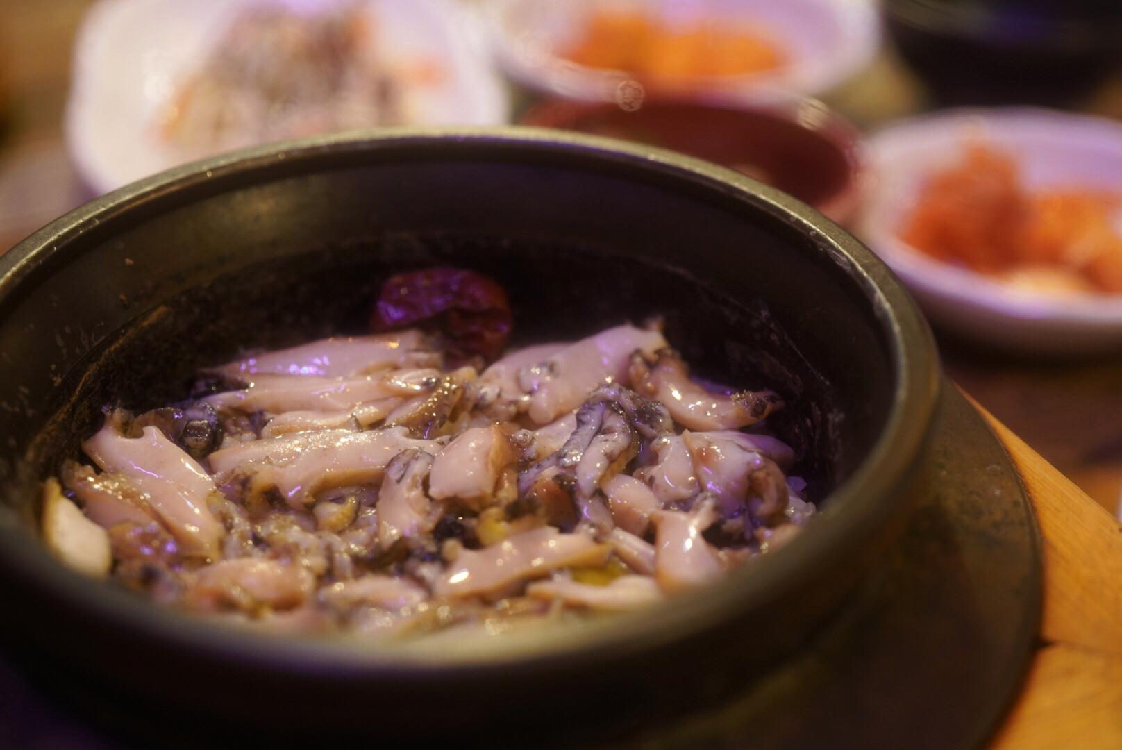 ツヤツヤのアワビ釜飯