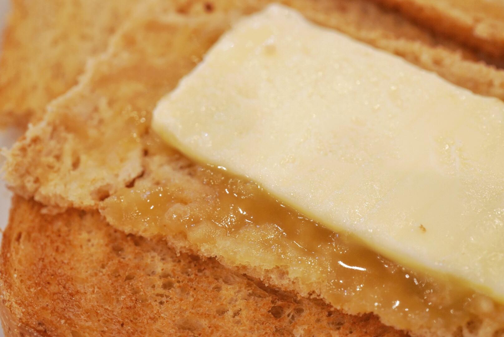ヤクン・カヤトーストのカヤジャムとバターの拡大